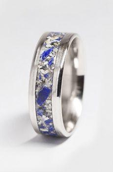 Ring med aska och lapis lazuli